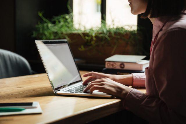 Wiecej kampanii online, mniejsze wydatki – nowy raport od AdReport